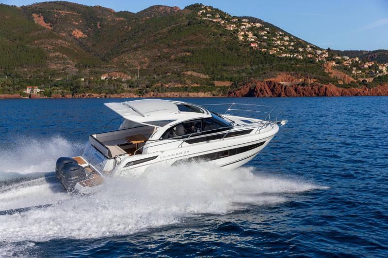Leader 33 │ Leader of 11m │ Boat powerboat Jeanneau Outboard version 18280
