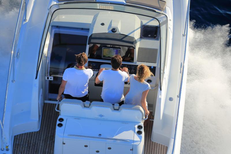 Cap Camarat 10.5 WA │ Cap Camarat Walk Around of 11m │ Boat Outboard Jeanneau  4302