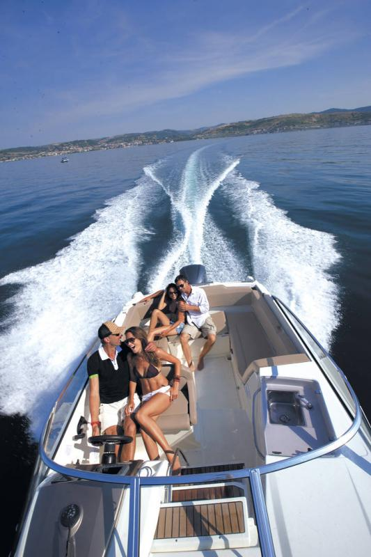 Cap Camarat 7.5 DC │ Cap Camarat Day Cruiser of 7m │ Boat powerboat Jeanneau 1-Navigation 17214