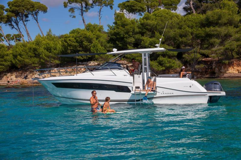 Leader 10.5 Series 2 │ Leader WA of 11m │ Boat powerboat Jeanneau  22300