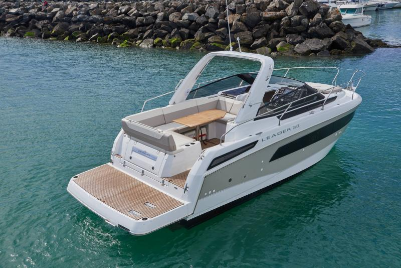 Leader 30 │ Leader of 9m │ Boat powerboat Jeanneau Aft Platform 18231