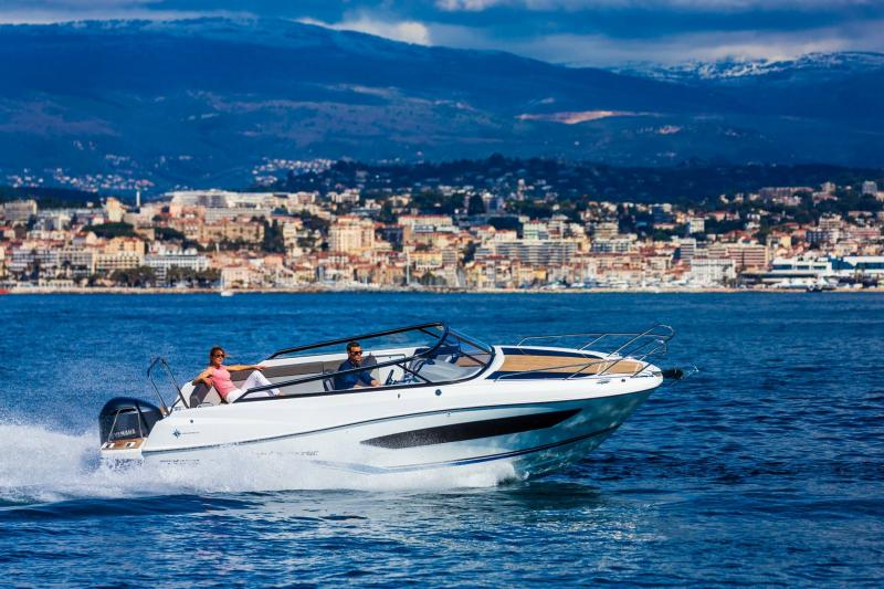 Cap Camarat 7.5 DC │ Cap Camarat Day Cruiser of 7m │ Boat powerboat Jeanneau  17274