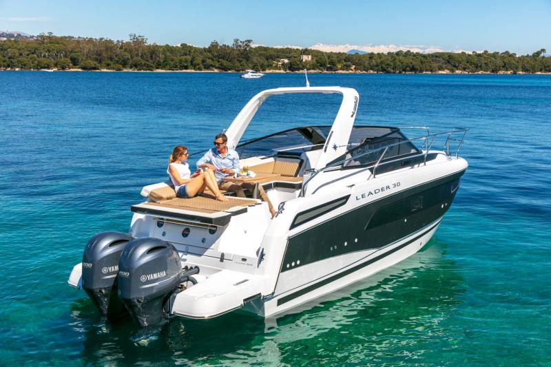 Leader 30 │ Leader of 9m │ Boat powerboat Jeanneau Outboard version 18170