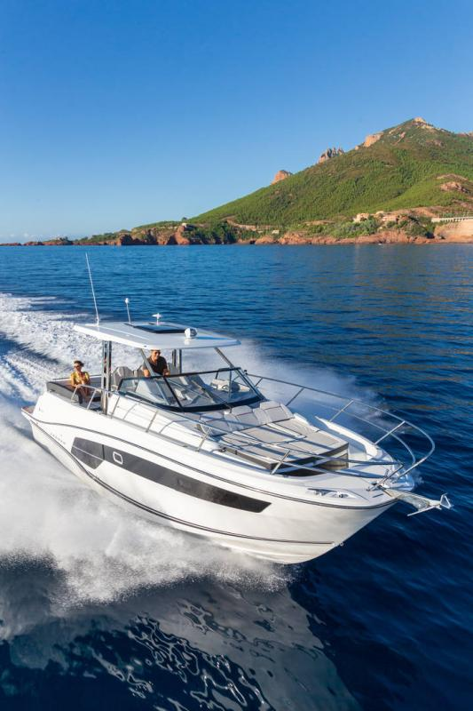 Leader 10.5 Series 2 │ Leader WA of 11m │ Boat powerboat Jeanneau  22296