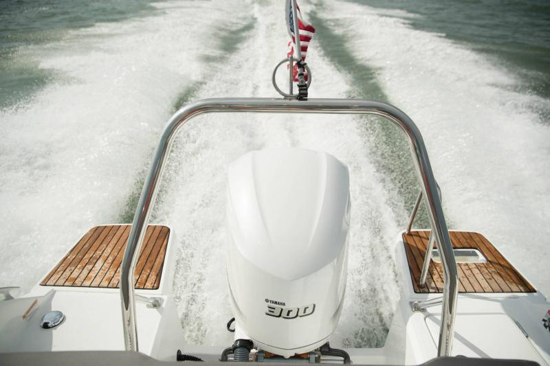 Leader 7.5 CC │ Leader CC of 8m │ Boat powerboat Jeanneau  18784