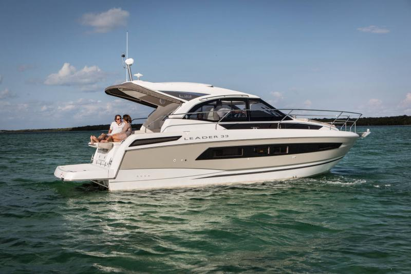 Leader 33 │ Leader of 11m │ Boat powerboat Jeanneau  18317