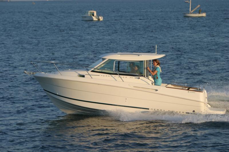 Merry Fisher 705 │ Merry Fisher Inboard of 7m │ Boat Inboard Jeanneau  6613