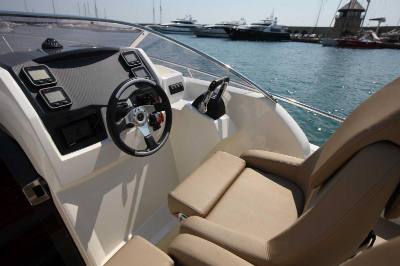 Cap Camarat 8.5 WA │ Cap Camarat Walk Around of 8m │ Boat powerboat Jeanneau boat Cap_Camarat_WA-8.5WA 24