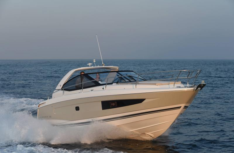 Leader 36 │ Leader of 12m │ Boat powerboat Jeanneau 3/4 Front 18362