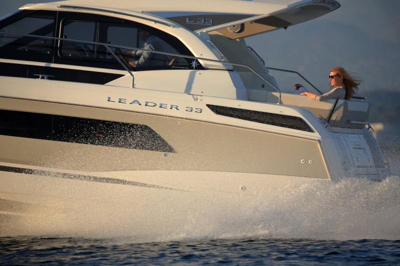 Leader 33 │ Leader de 11m │ Bateaux powerboat Jeanneau 1-Navigation 18318