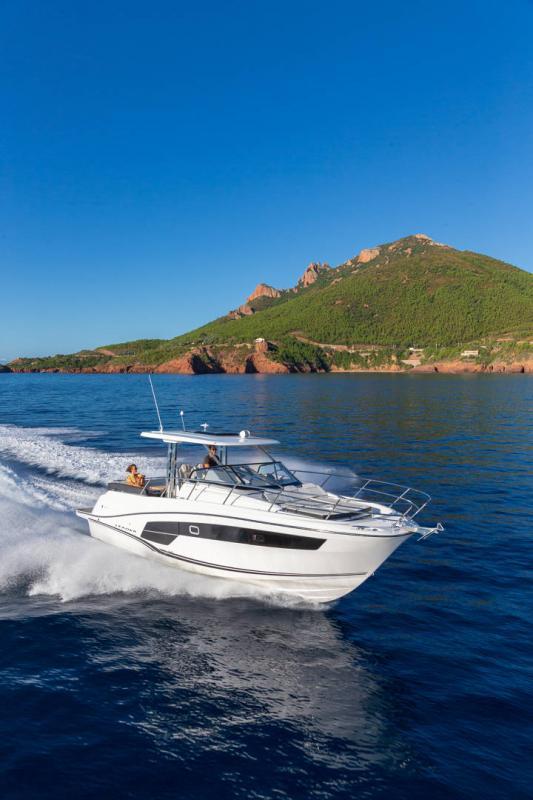 Leader 10.5 Series 2 │ Leader WA of 11m │ Boat powerboat Jeanneau  22040