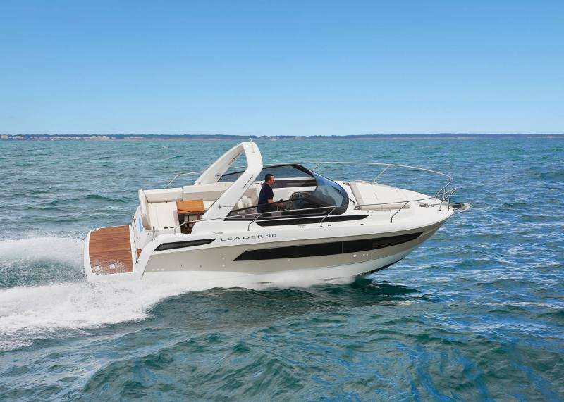 Leader 30 │ Leader of 9m │ Boat powerboat Jeanneau Aft Platform 18232
