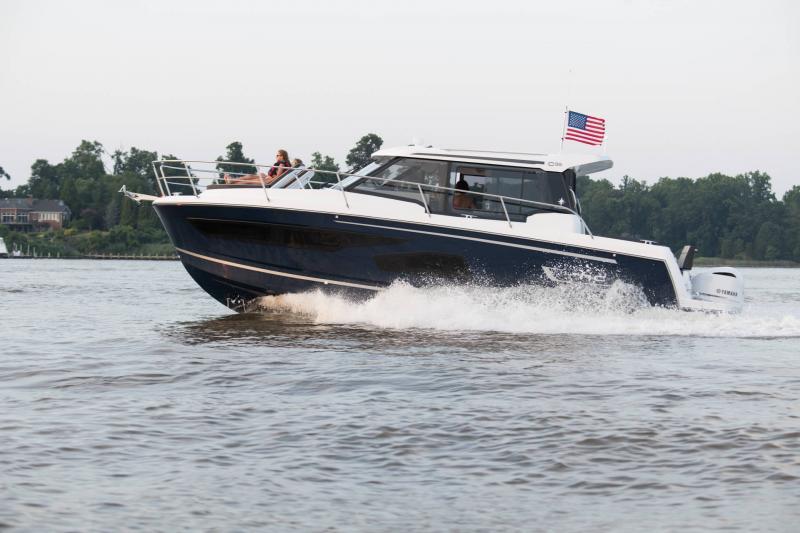 NC 1095 │ NC Weekender of 10m │ Boat powerboat Jeanneau  18855