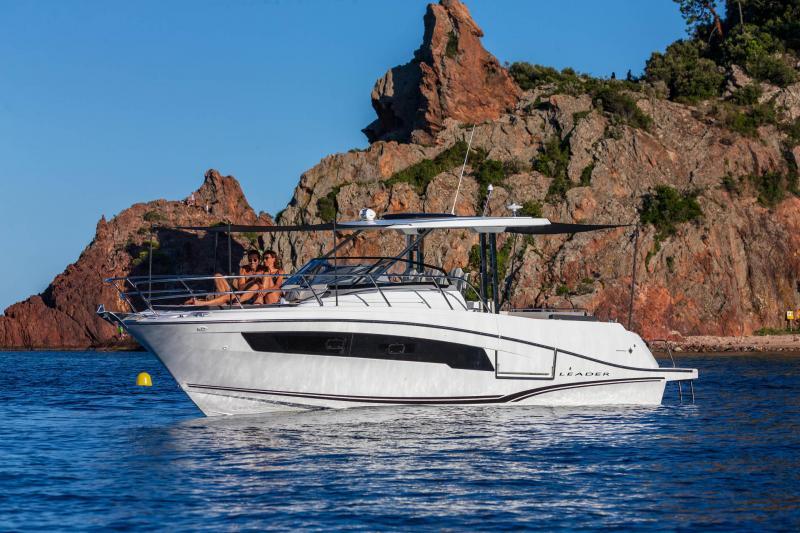 Leader 10.5 Series 2 │ Leader WA of 11m │ Boat powerboat Jeanneau  22043
