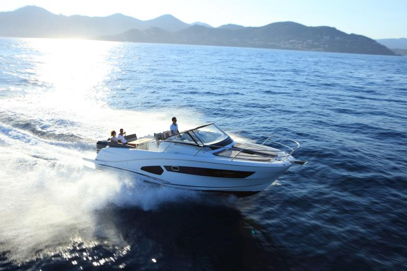 Cap Camarat 10.5 WA │ Cap Camarat Walk Around of 11m │ Boat Outboard Jeanneau  4299