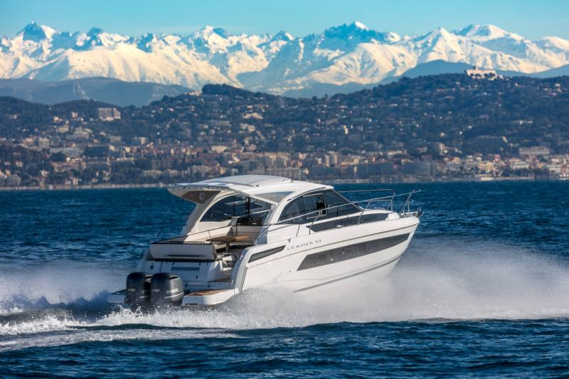 Leader 33 │ Leader of 11m │ Boat powerboat Jeanneau Outboard version 18249