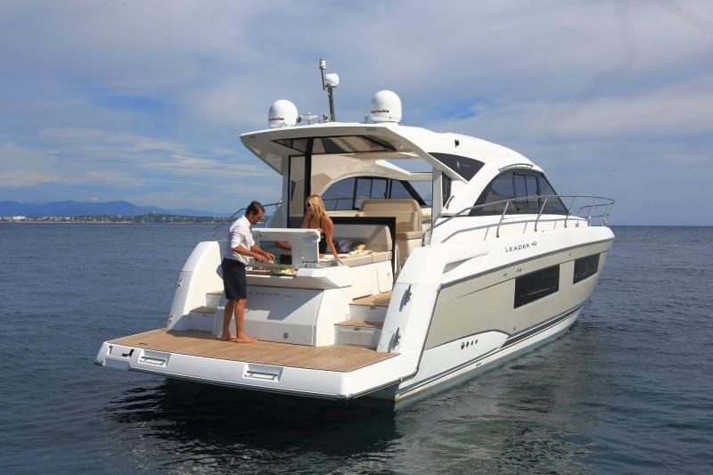 Leader 46 │ Leader of 14m │ Boat powerboat Jeanneau Aft Platform 18479