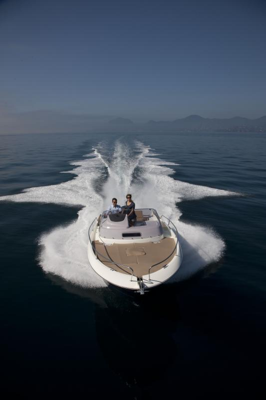 Cap Camarat 8.5 WA │ Cap Camarat Walk Around of 8m │ Boat powerboat Jeanneau  267