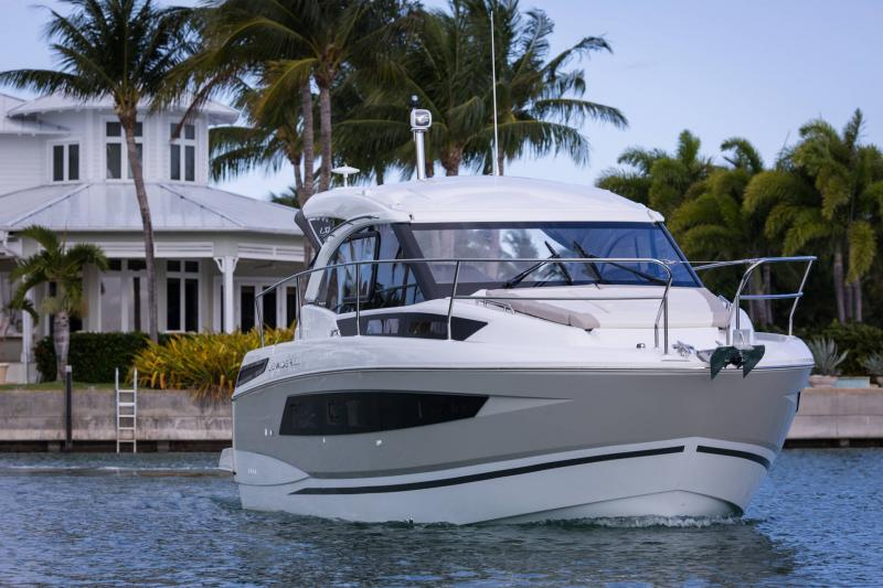 Leader 33 │ Leader of 11m │ Boat powerboat Jeanneau  18308