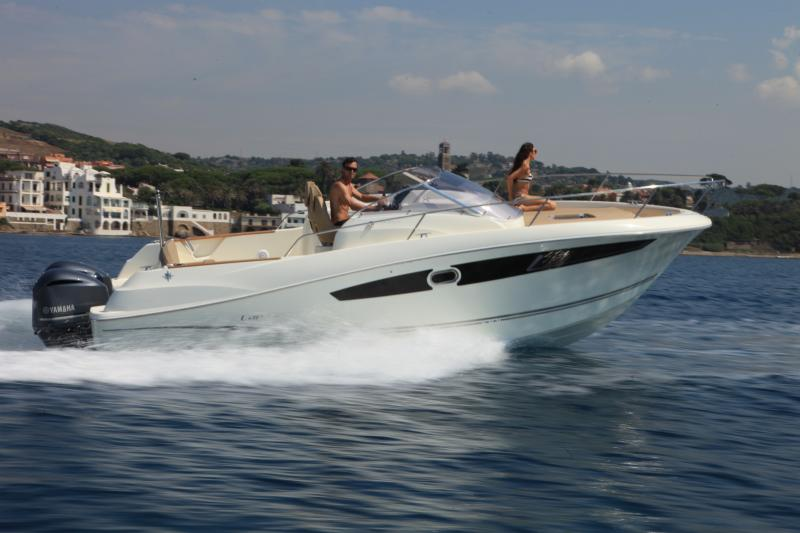 Cap Camarat 8.5 WA │ Cap Camarat Walk Around of 8m │ Boat powerboat Jeanneau boat Cap_Camarat_WA-8.5WA 14