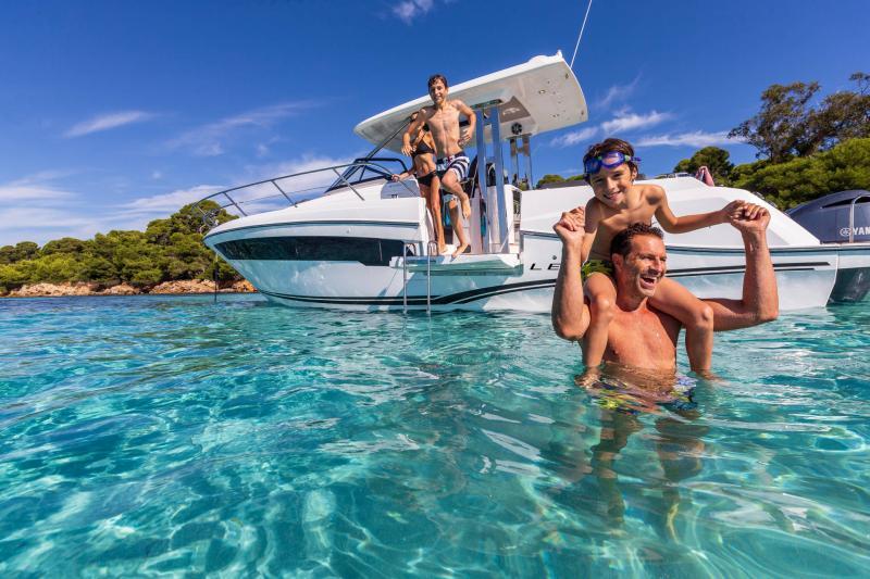 Leader 10.5 Series 2 │ Leader WA of 11m │ Boat powerboat Jeanneau  22047