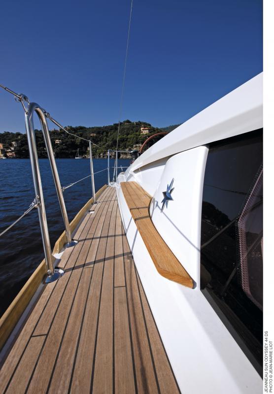 Sun Odyssey 44 DS │ Sun Odyssey DS of 13m │ Boat Sailboat Jeanneau boat Sun-Odyssey-DS-44DS 380
