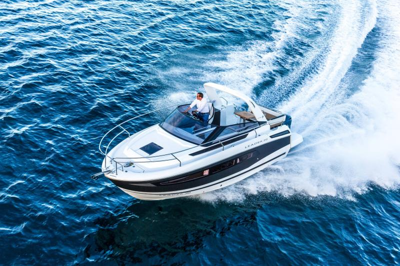 Leader 30 │ Leader of 9m │ Boat powerboat Jeanneau Outboard version 18190