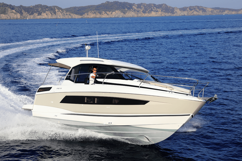 NC 33 │ NC of 11m │ Boat powerboat Jeanneau  9804