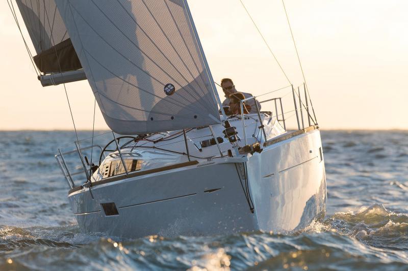 Sun Odyssey 349 │ Sun Odyssey de 10m │ Bateaux Voiliers Jeanneau  19163