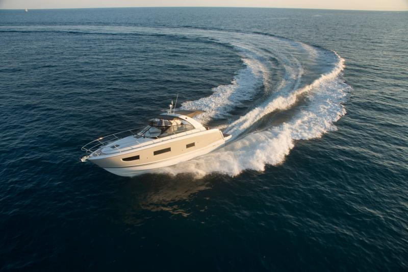 Leader 40 │ Leader of 12m │ Boat powerboat Jeanneau 3/4 Front 18409