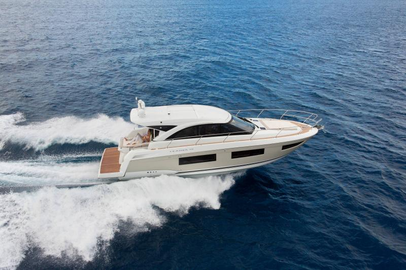Leader 46 │ Leader of 14m │ Boat powerboat Jeanneau Aft Platform 18504