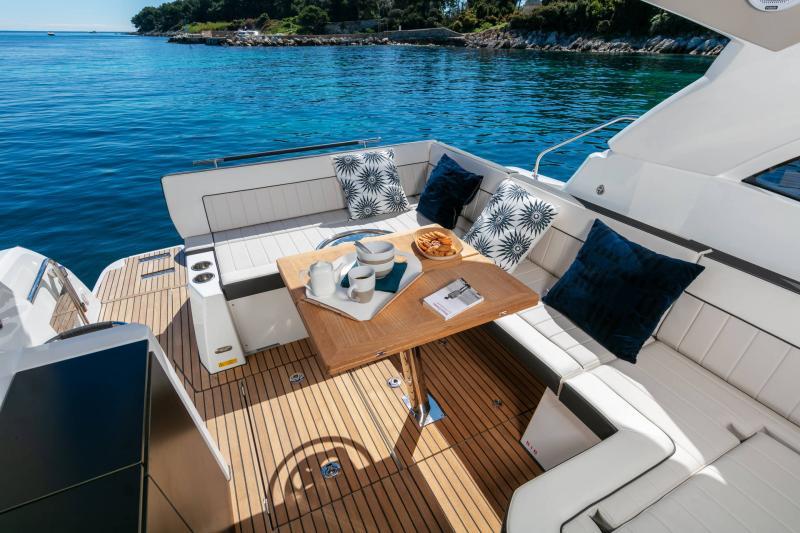 Leader 33 │ Leader of 11m │ Boat Inboard Jeanneau Outboard version 18259