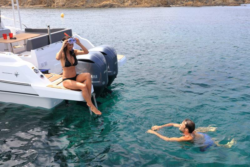 Cap Camarat 9.0 WA │ Cap Camarat Walk Around de 9m │ Bateaux powerboat Jeanneau 3-Lifestyle 17320