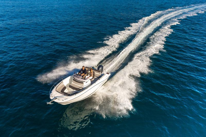 Cap Camarat 6.5 CC série3 │ Cap Camarat Center Console of 7m │ Boat powerboat Jeanneau  17166