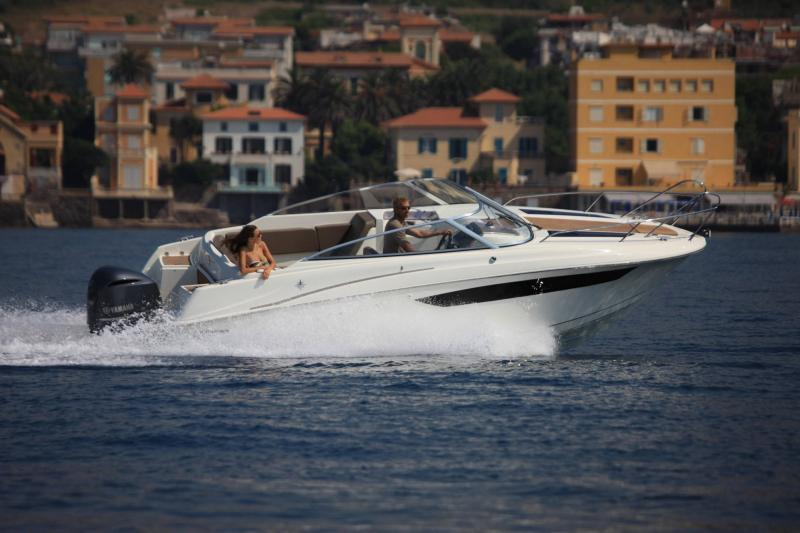 Cap Camarat 7.5 DC │ Cap Camarat Day Cruiser of 7m │ Boat powerboat Jeanneau  17231