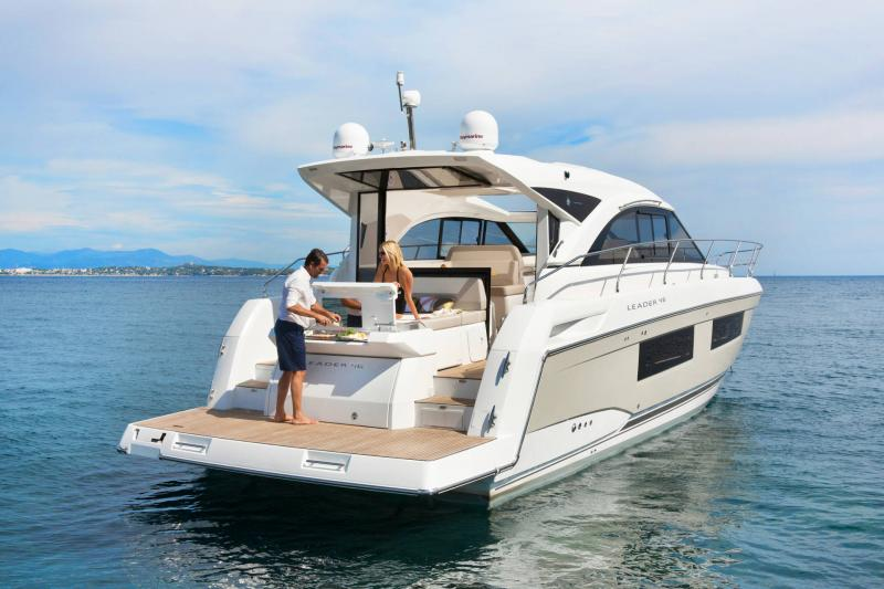 Leader 46 │ Leader of 14m │ Boat powerboat Jeanneau Aft Platform 18497