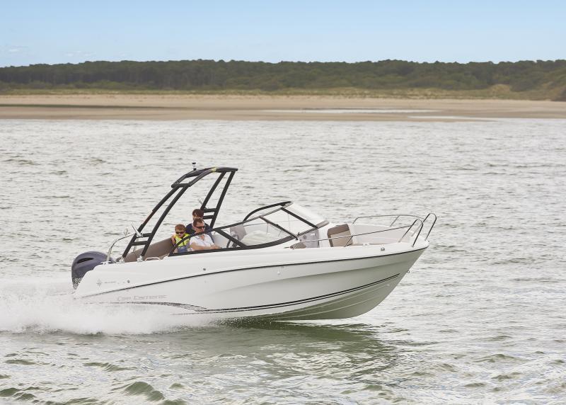 CAP CAMARAT 6.5 BR │ Cap Camarat Bow Rider of 6m │ Boat Outboard Jeanneau CAP CAMARAT 6.5 BR 3033