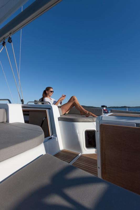 Jeanneau 51 Exterior Views 54