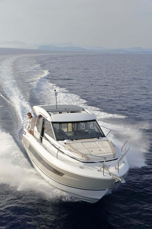 NC 33 │ NC of 11m │ Boat powerboat Jeanneau  10768