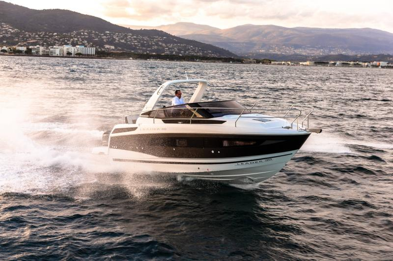 Leader 30 │ Leader of 9m │ Boat powerboat Jeanneau Outboard version 18183