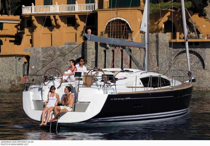 Sun Odyssey 44 DS │ Sun Odyssey DS of 13m │ Boat Sailboat Jeanneau boat Sun-Odyssey-DS-44DS 370