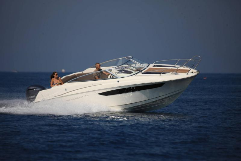 Cap Camarat 7.5 DC │ Cap Camarat Day Cruiser of 7m │ Boat powerboat Jeanneau  17230