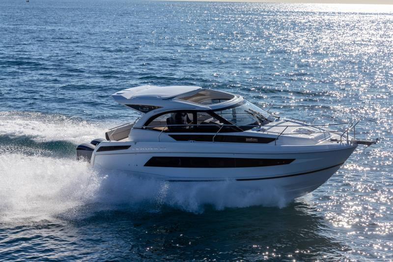 Leader 33 │ Leader of 11m │ Boat powerboat Jeanneau Outboard version 18273