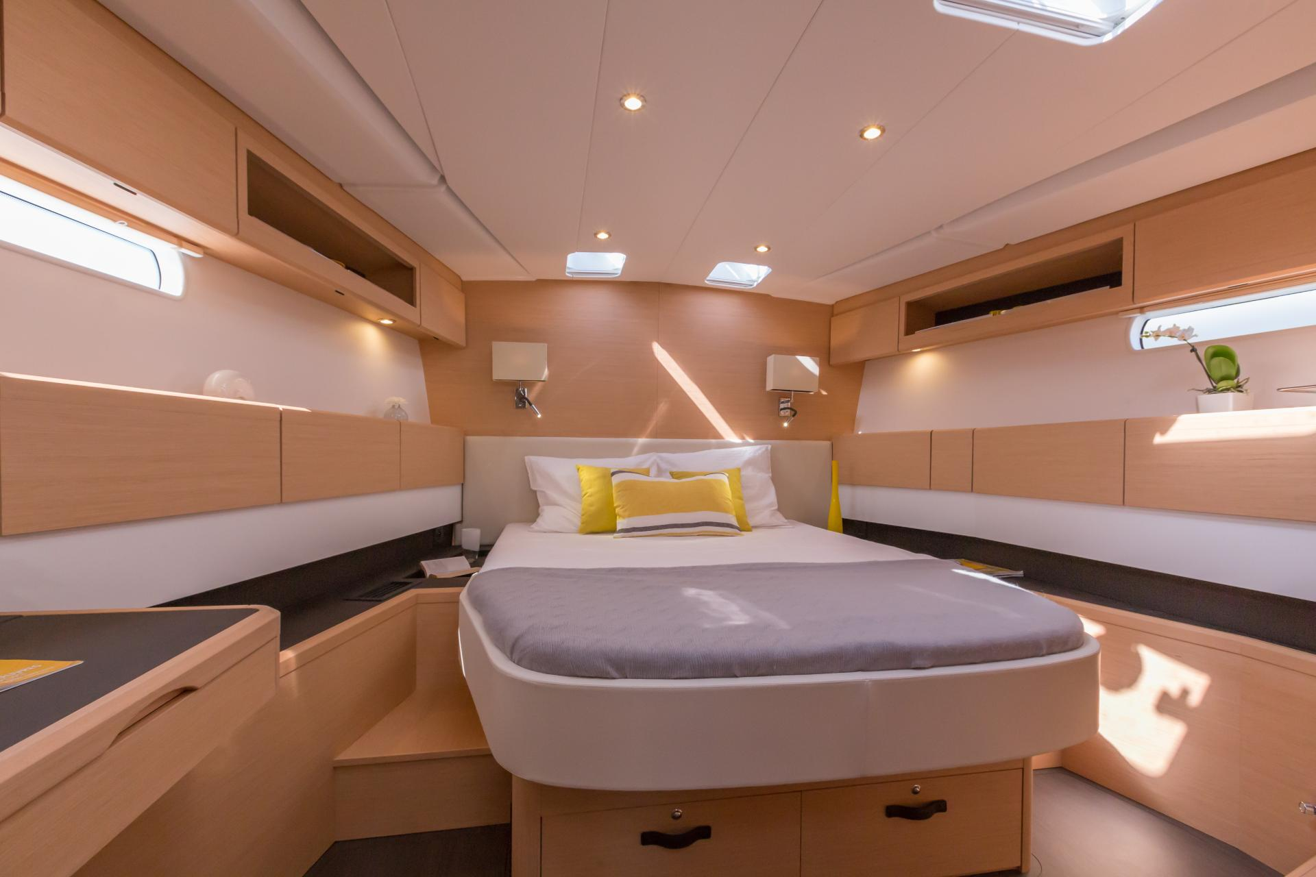 Jeanneau 58 jeanneau boats for Interieur 78