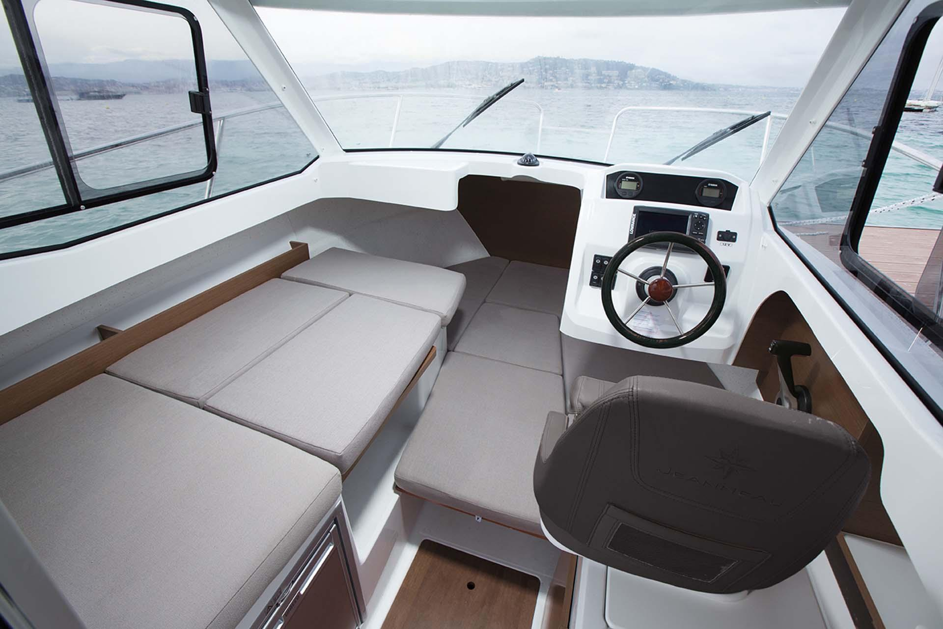 Merry fisher 605 jeanneau bateaux for Interieur 605