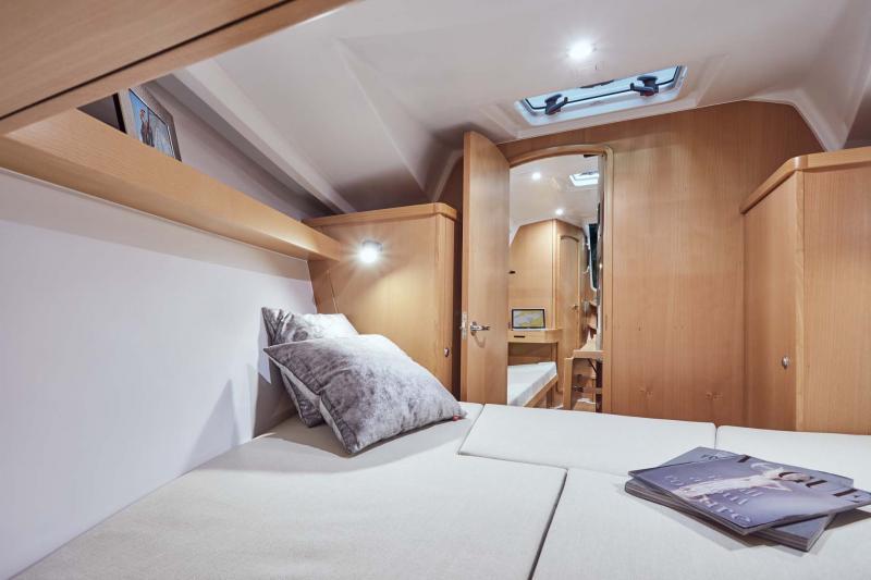 Sun Odyssey 319 Vistas del interior 9
