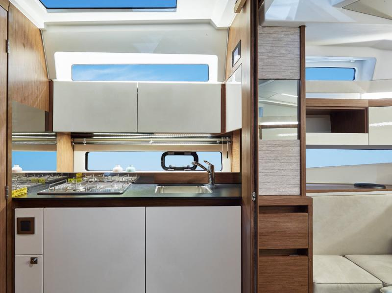 Leader 33 │ Leader of 11m │ Boat powerboat Jeanneau Cuisine galley 18338