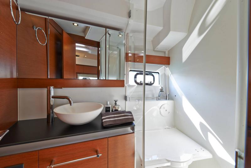 Leader 40 │ Leader of 12m │ Boat Intra-borda Jeanneau Shower room 14398