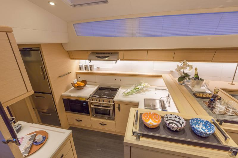 Jeanneau 64 Interior Views 34