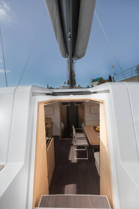 Jeanneau 64 Interior Views 16